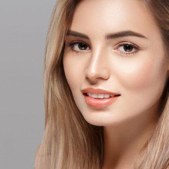Ridefinizione dei contorni del viso con RADIESSE a Pordenone